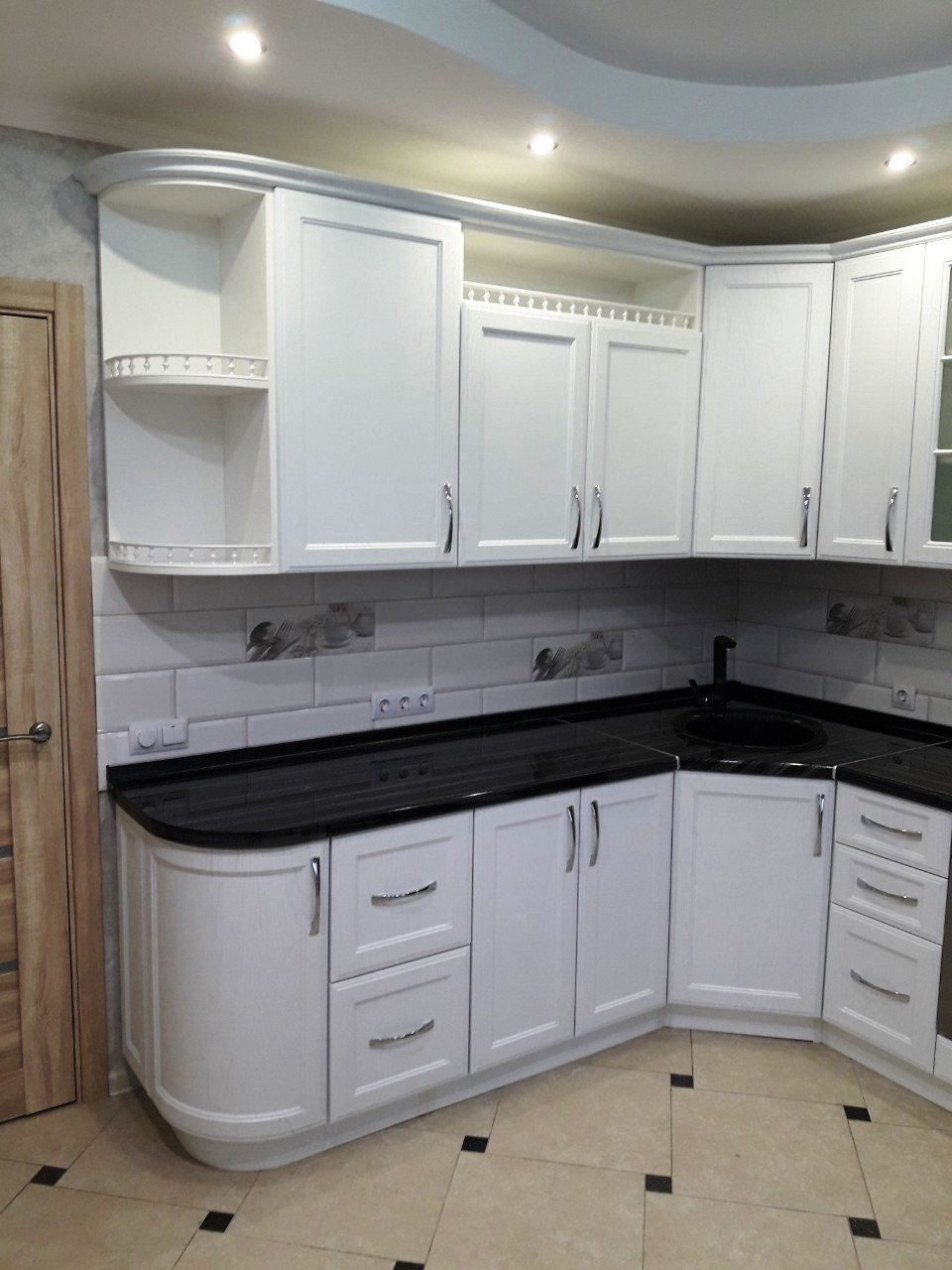 Белый кухонный гарнитур-Кухня МДФ в ПВХ «Модель 540»-фото2
