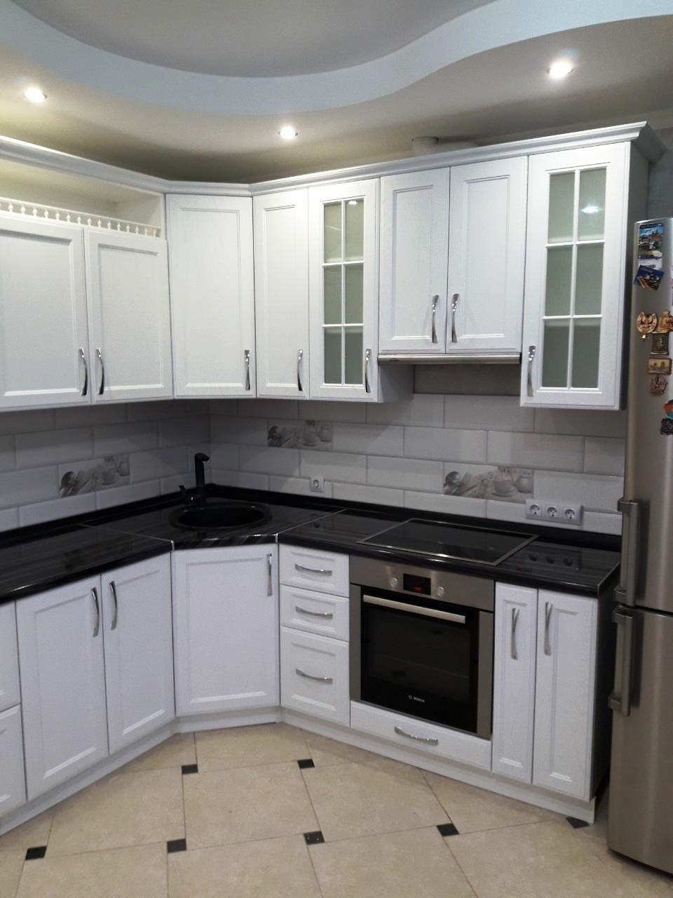 Белый кухонный гарнитур-Кухня МДФ в ПВХ «Модель 540»-фото1